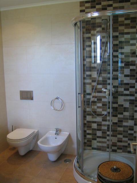 Salle de bains bleue location villa dans le sud du portugal for Salle de bain bleue