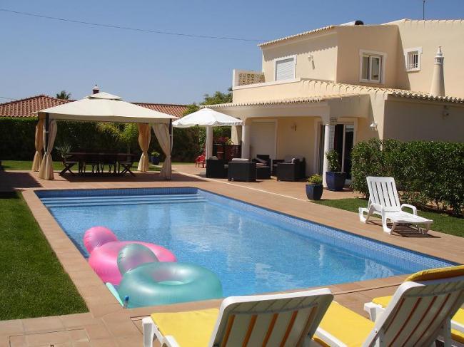 Piscine location villa dans le sud du portugal for Location villa piscine portugal